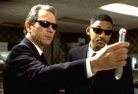 Men In Black (Jones & Smith) - (c) 1997 Columbia TriStar Pictures, photo: Melinda S. Gordon